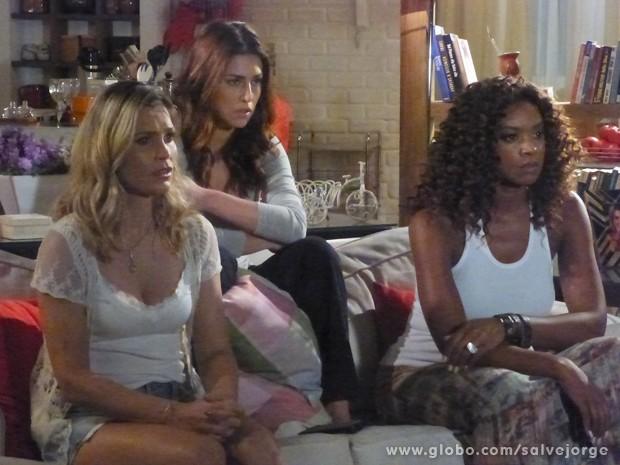 Érica assiste DVD enviado por Lívia (Foto: Salve Jorge/TV Globo)