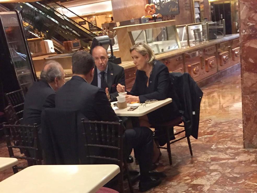 Le Pen na Torre Trump durante visita surpresa a Nova Iorque