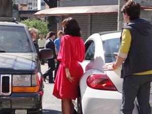 Kiko tenta separar a briga, mas Roberta não recua (Foto: Guerra dos Sexos / TV Globo)