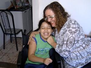Mãe se apaixou a primeira vista por bebê (Foto: Reprodução/TV Anhanguera)