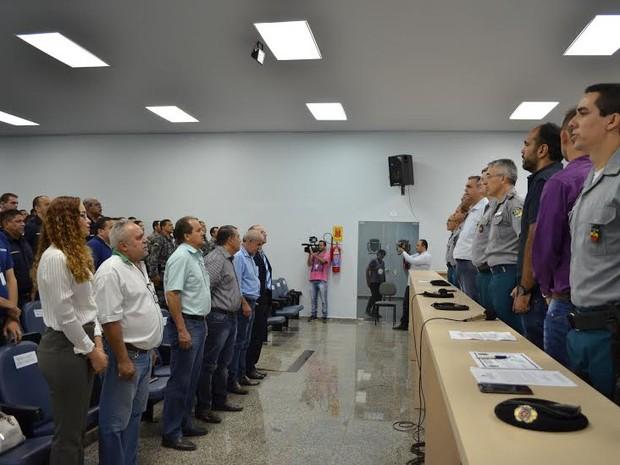 Comandante da 1º e 2º Companhias de PM, tenente Railinson Baumann, o material será utilizado pelo Grupo de Operações Especiais (GOE) (Foto: Rogério Aderbal/G1)