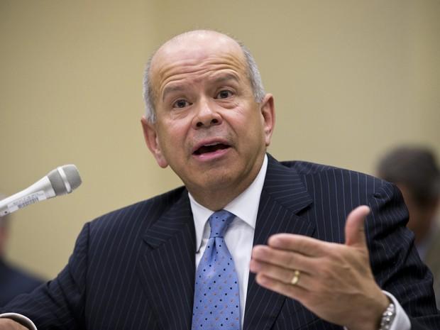 Michael Huerta, chefe da FAA,  testemunha no Capitólio sobre o atraso em vioos dos EUA nesta quarta-feira (24) (Foto: AP Photo / J. Scott Applewhite)