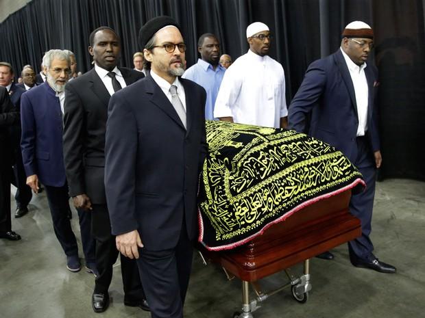 Caixão de Muhammad Ali em seu funeral em Louisville (Foto: David Goldman/AP)