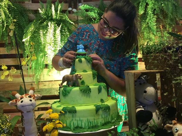 Danielle Beltram em atendimento a mais uma festa (Foto: Graziela Rezende/G1 MS)