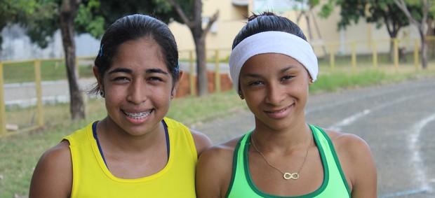 Lara Beatriz e Elaine Cristina, promessas do atletismo piauiense (Foto: Emanuele Madeira/GLOBOESPORTE.COM)