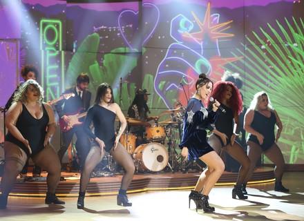 Anitta empresta time de bailarinas; venha aprender a coreografia de 'Paradinha'!