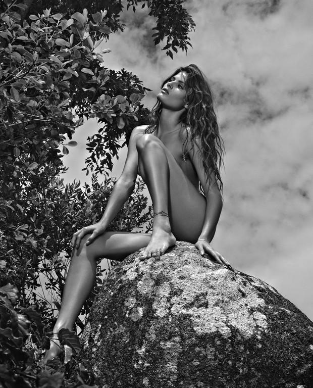 Isabeli Fontana é a capa da VIP de fevereiro (Foto:  Zee Nunes/Divulgação VIP)