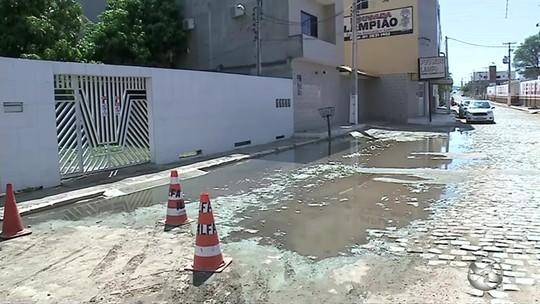 Muro cai devido à chuva e deixa uma pessoa ferida em Serra Talhada, PE