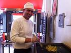Refugiados ganham a vida vendendo comida síria em SP; veja onde provar