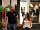 Em clima de romance, Adriano passeia com namorada no Rio