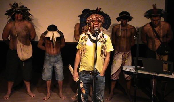 Índios da tribo Fuln-ô participam do sarau (Foto: Rodrigo Aör)