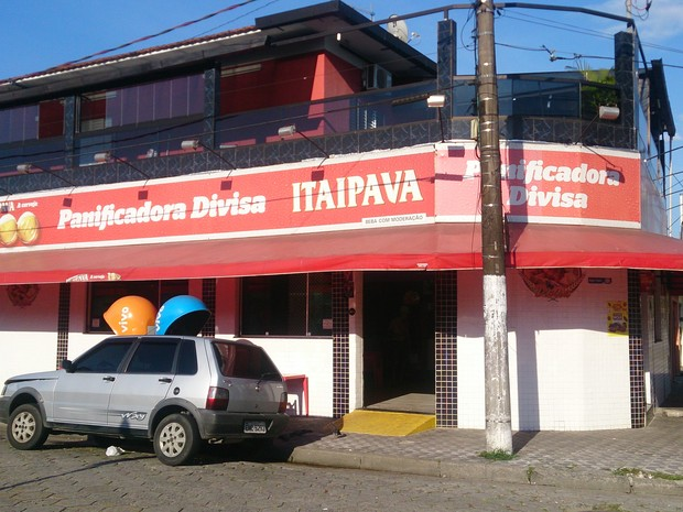 Padaria fica localizada no bairro Vila São Jorge, do lado de São Vicente, no litoral de São Paulo (Foto: G1)