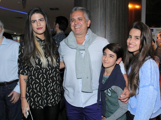 Antonia Morais, Orlando Morais, Bento Morais e Ana Morais em pré-estreia de filme na Zona Sul do Rio (Foto: Alex Palarea/ Ag. News)