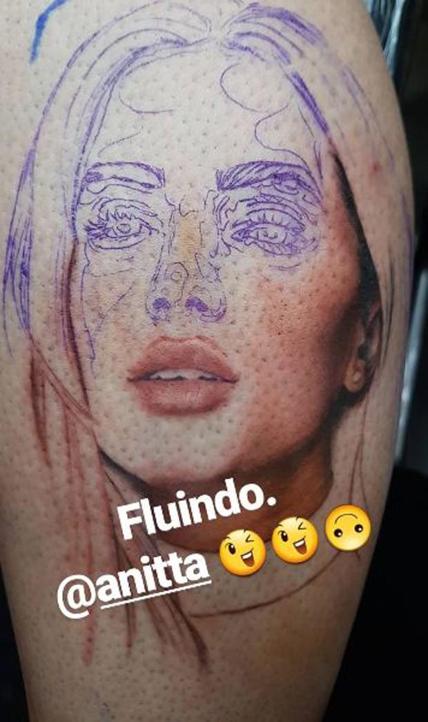 Tatuagem de fã em homenagem a Anitta (Foto: Reprodução/Instagram)