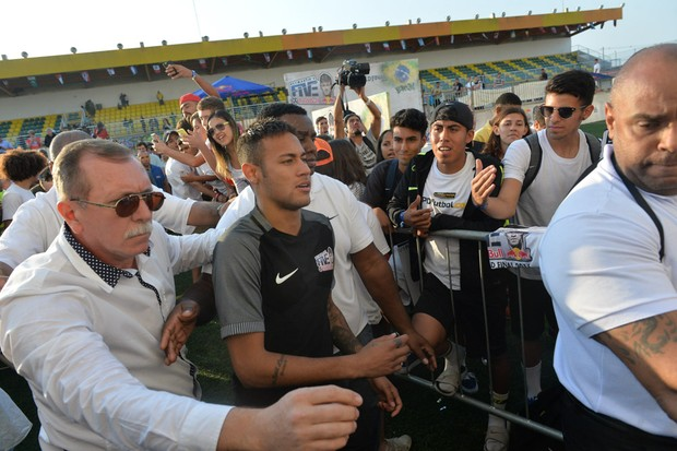 Neymar em campeonato de futebol (Foto: Francisco Cepeda e Thiago Duran/AgNews)