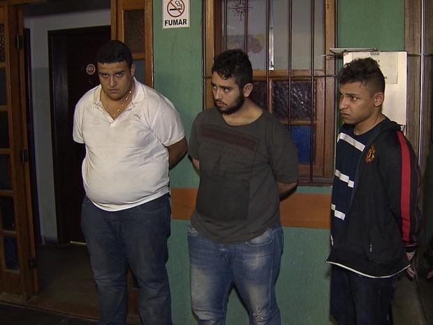 Três jovens são suspeitos de roubar casas (Foto: Reprodução/TV Globo)