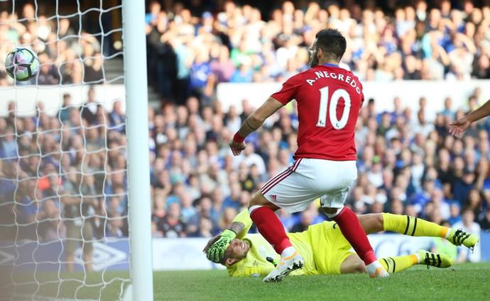Stekelenburg caído diante de Negredo no gol contra de Everton x Middlesbrough (Foto: Reuters / Scott Heppell)