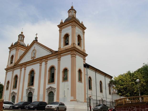 Igreja da Matriz é palco de missas e procissões  (Foto: Suelen Gonçalves/G1 AM)