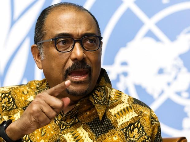 Michel Sidibe, diretor-executivo da Unaids, apresenta o novo relatório do programa sobre HIV no mundo nesta terça-feira (12)  (Foto: Salvatore Di Nolfi/Keystone via AP)