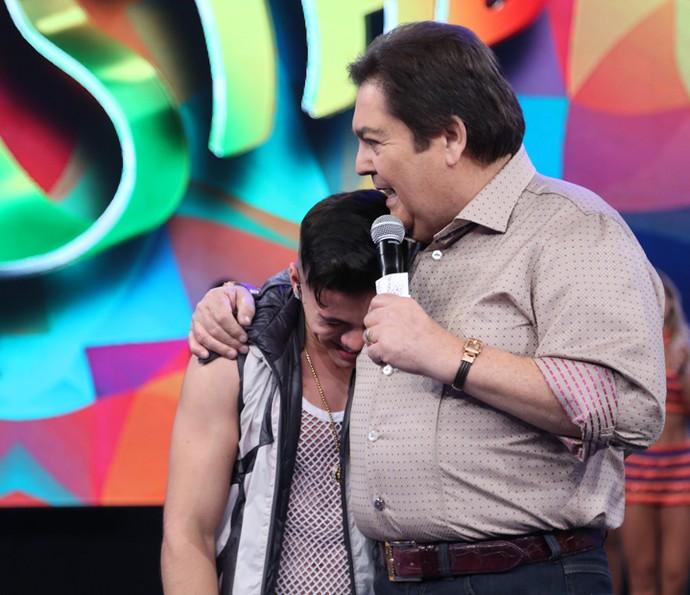 Biel se emociona no palco do 'Domingão' (Foto: Carol Caminha/Gshow)