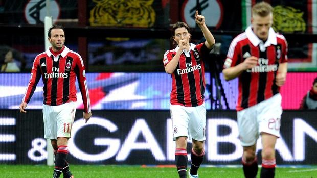Riccardo Montolivo comemora gol do Milan contra o Chievo (Foto: Getty Images)