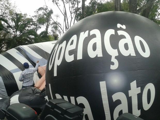 Manifestantes declaram apoio à Operação Lava Jato (Foto: Thais Kaniak/ G1 PR)