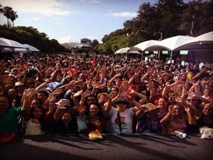 Milhares de pessoas já se reúnem no Espelho D'Água, no Parque da Redenção (Foto: Roberta Knijknik/RBS TV)