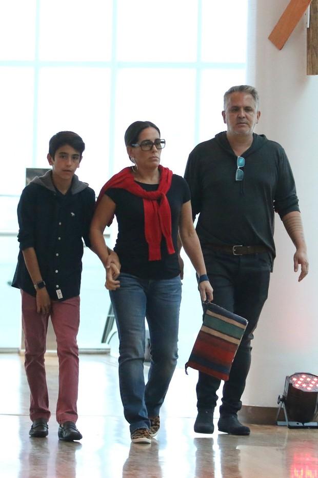 Glória Pires passei com a família (Foto: AgNews)