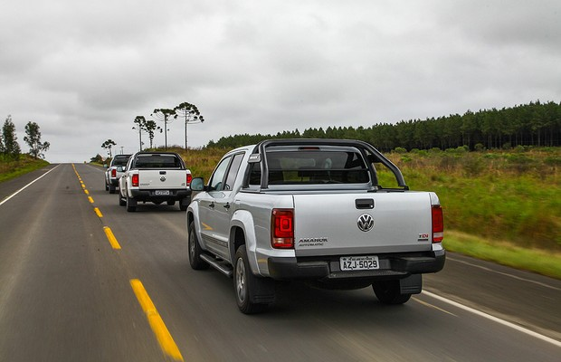 Volkswagen Amarok encara 1.500 km de terra e asfalto