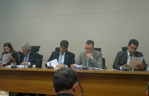 Membros da CPI do Transporte Público na Câmara Legislativa do DF, durante votação de relatório (Foto: Mateus Rodrigues/G1)