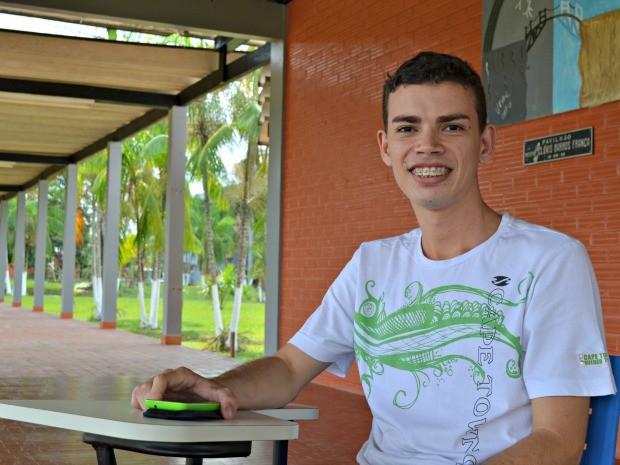 Robledo Gomes, de 20 anos, cursa o 7 período de Sistema de Informação na Ufac (Foto: Caio Fulgêncio/G1)