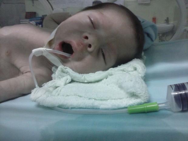 Miguel está internado em uma UTI neonatal em hospital de Parnaíba, Litoral do PI (Foto: Olívia de Araújo/Arquivo Pessoal)