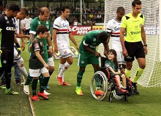 Anna Júlia, garota com deficiência rara (Foto: Reprodução/TV Anhanguera)