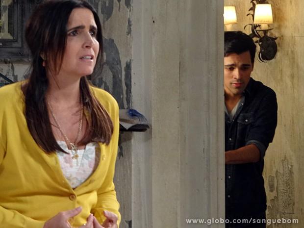 Rosemere fica desesperada ao ouvir Perácio (Foto: Sangue Bom / TV Globo)