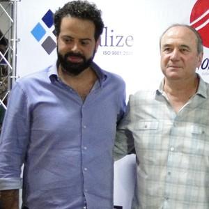 Lucas Pratto posa ao lado de Levir Culpi e Daniel Nepomuceno (Foto: Fernando Martins Y Miguel)
