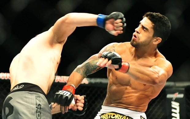 luta entre Nurmagomedov e Thiago Tavares no UFC São Paulo (Foto: Marcos Ribolli / Globoesporte.com)