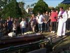 Enterro de idoso em Niterói, RJ, é marcado por tristeza e 'amor'