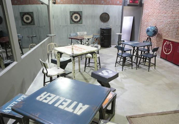 A sala de convivência tem várias mesinhas para a galera poder interagir (Foto: Felipe Monteiro / Gshow)