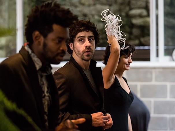 Espetáculo traz Fabrício Boliveira e Felipe Abib no elenco (Foto: Renato Mangolin)
