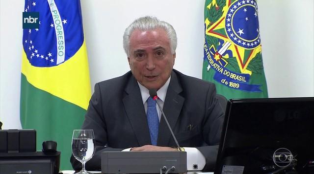 Temer afirma que decretos presidenciais têm passo a passo administrativo até a assinatura