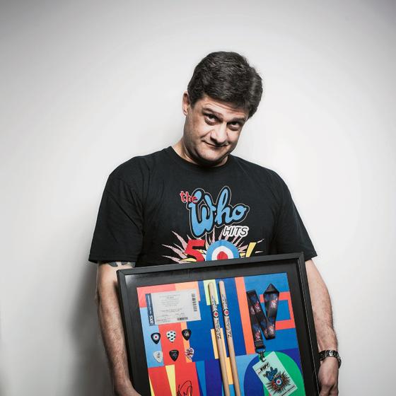 O jornalista Mario Abbade emoldurou lembranças dos seis shows do The Who a que assistiu  (Foto: Daryan Dornelles/ÉPOCA)