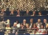 Senadores sobem à galeria para tirar fotos com Lula e Chico Buarque