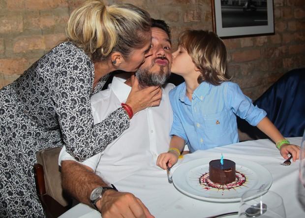 Adriane Galisteu com Alexandre Iódice e Vittorio (Foto: Manuela Scarpa/Brazil News)