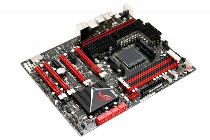Para extrair o máximo de desempenho da GPU pode ser preciso trocar a placa-mãe também (Foto: Divulgação/Asus)