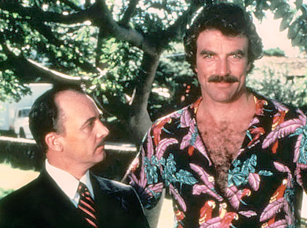 O ator John Hillerman (1932-2017) com Tom Selleck em Magnum (Foto: Reprodução)