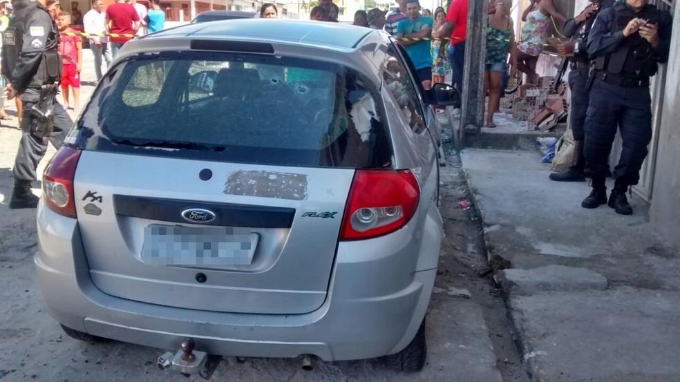Corpo foi encontrado dentro da mala do carro (Foto: Divulgação/PM)