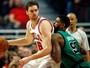 Gasol dá descanso a Butler e lidera os Bulls em vitória sobre os Celtics