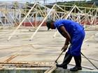Maricá, RJ, inicia reforma de quadra  destruída por vendaval em 2014
