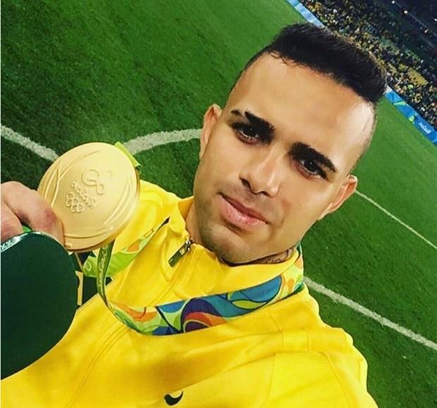 Luan Guilherme com a medalha de ouro na Rio 2016 (Foto: Reprodução/Instagram)