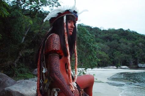 Carolina Oliveira no filme 'Encantados' (Foto: Divulgação)